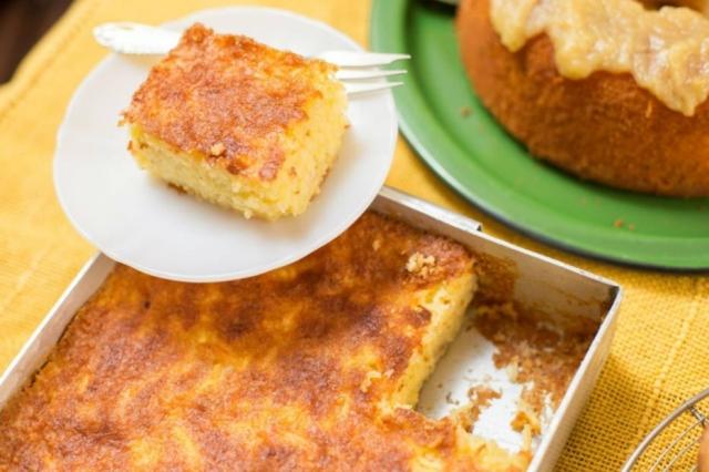 O bolo de mandioca é sempre cremoso, desmancha na boca. Em algumas versões, pode levar também queijo. Foto: Tiago Queiroz/Estadão