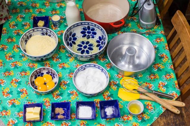 Leia a receita, separe todos os ingredientes e só depois começe a preparar o bolo. Fotos: Tiago Queiroz