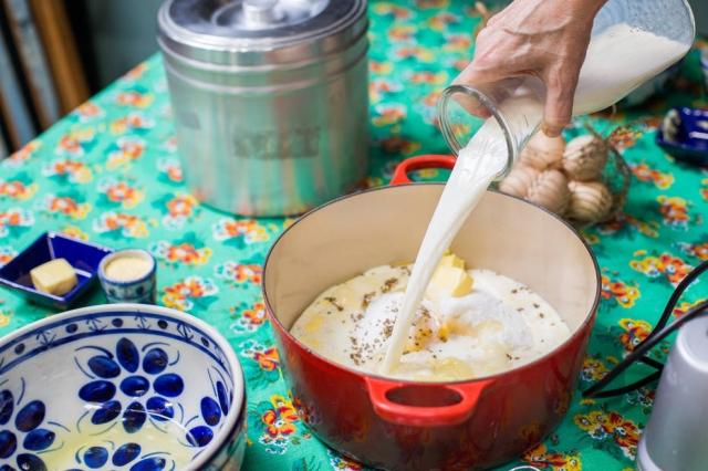 Faça as porções certas dos ingredientes e adicione cada um deles na ordem indicada. Foto: Tiago Queiroz/Estadão