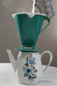 Café coado no filtro de náilon: é o mais equilibrado. Foto: Paladar/Estadão
