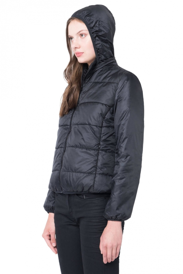 A jaqueta puff esportiva da Ellus (R$ 498). Foto: Divulgação Ellus