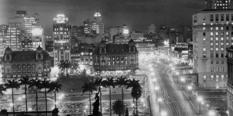 São Paulo à noite nos anos 1940. Foto: AES