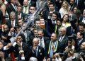 Excelentíssimos (Brasil/2018, 152 min.) -- Documentário. Dir. Douglas Duarte. Em um momento frágil de polarização política no Congresso Nacional, o filme acompanha, durante quatro meses, personagens e articulações por trás do impeachment de Dilma Rousseff. Livre
