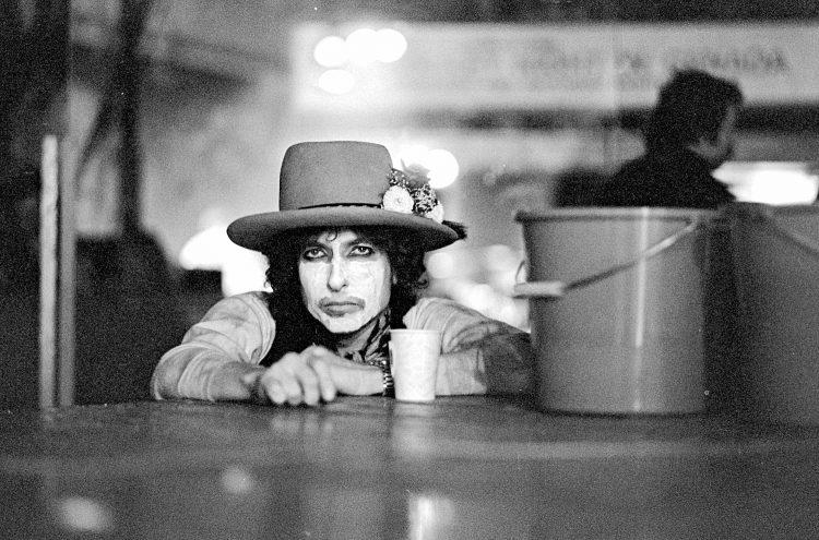 Cena do documentário de Scorsese sobre a volta de Bob Dylan aos palcos em 1975. FOTO: NETFLIX