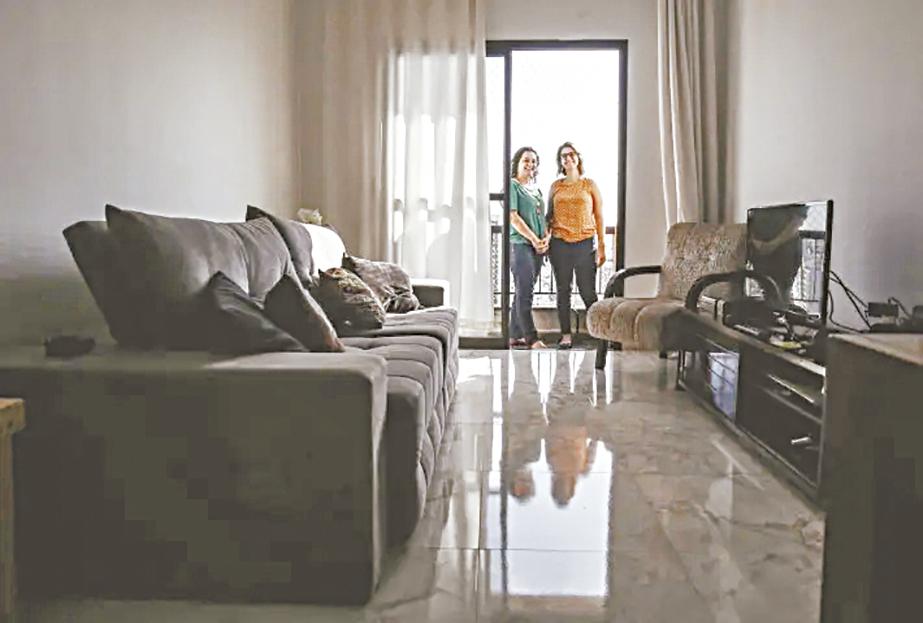 Juliana e Gabriela Soares, mãe e filha, moram juntas e negociaram contrato de aluguel com cláusulas melhores. Foto: WERTHER SANTANA/ESTADÃO