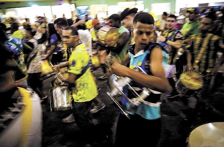 Ensaio de escola de samba. Foto: TIAGO QUEIROZ/ESTADÃO