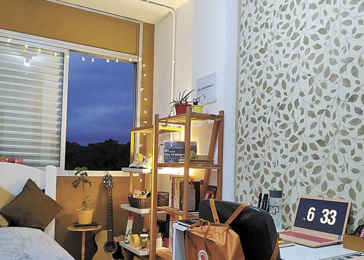 Uma infiltração na parede da janela levou a estudante Lara Carmo a reformar o quarto por conta própria. Foto: Lara Carmo